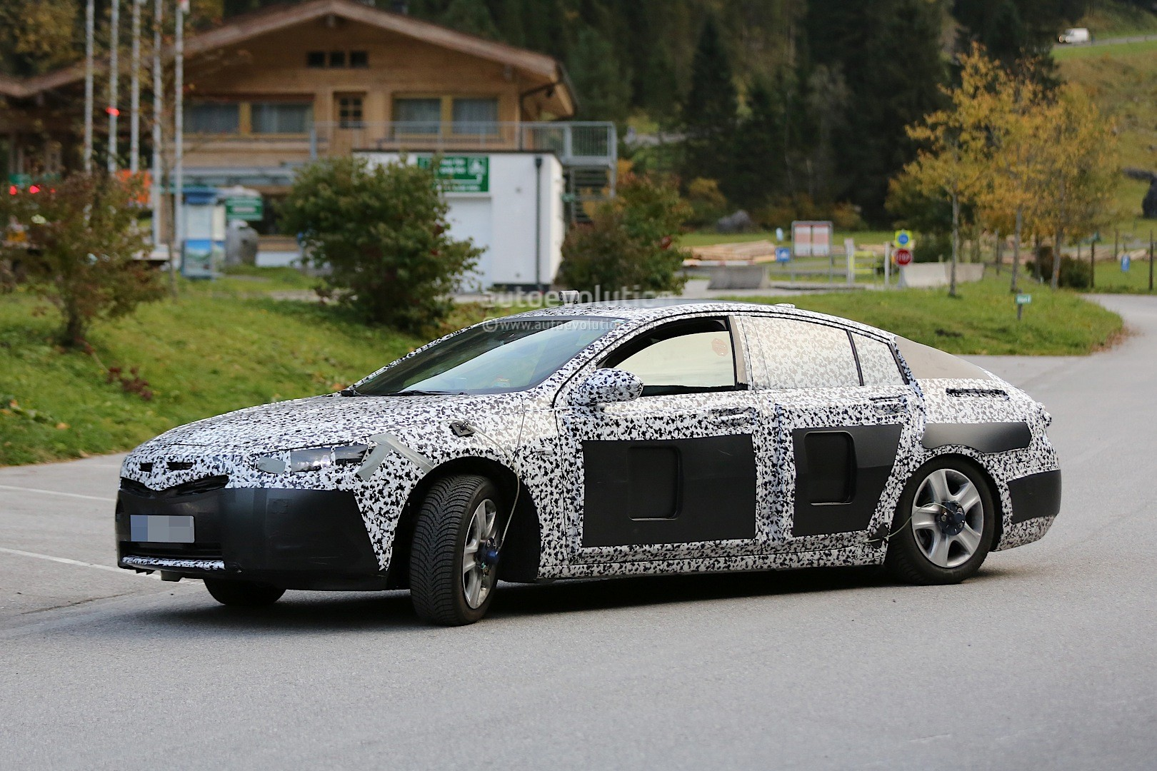spyshots 2017 opel insignia test mule looks gigantic autoevolution. Black Bedroom Furniture Sets. Home Design Ideas