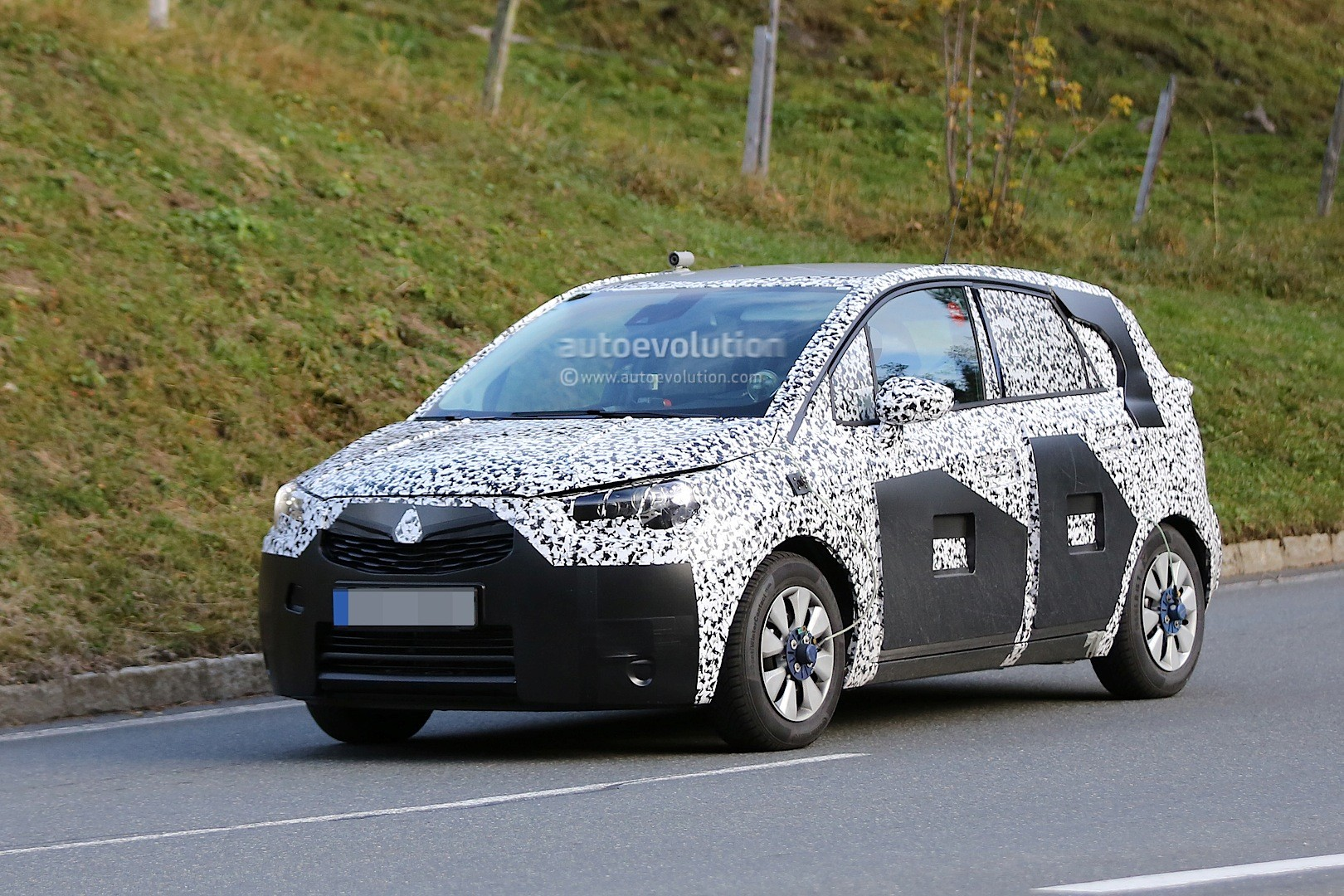 spyshots 2017 opel meriva prototype shows new details. Black Bedroom Furniture Sets. Home Design Ideas