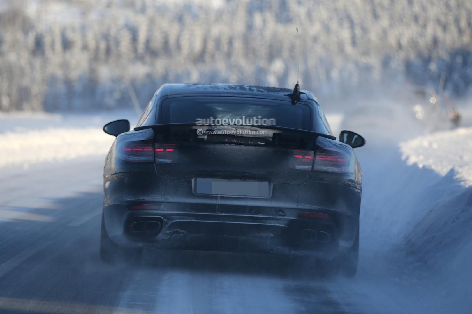 2016 - [Porsche] Panamera II - Page 3 Spyshots-2017-porsche-panamera-first-interior-photos-show-big-changes_11
