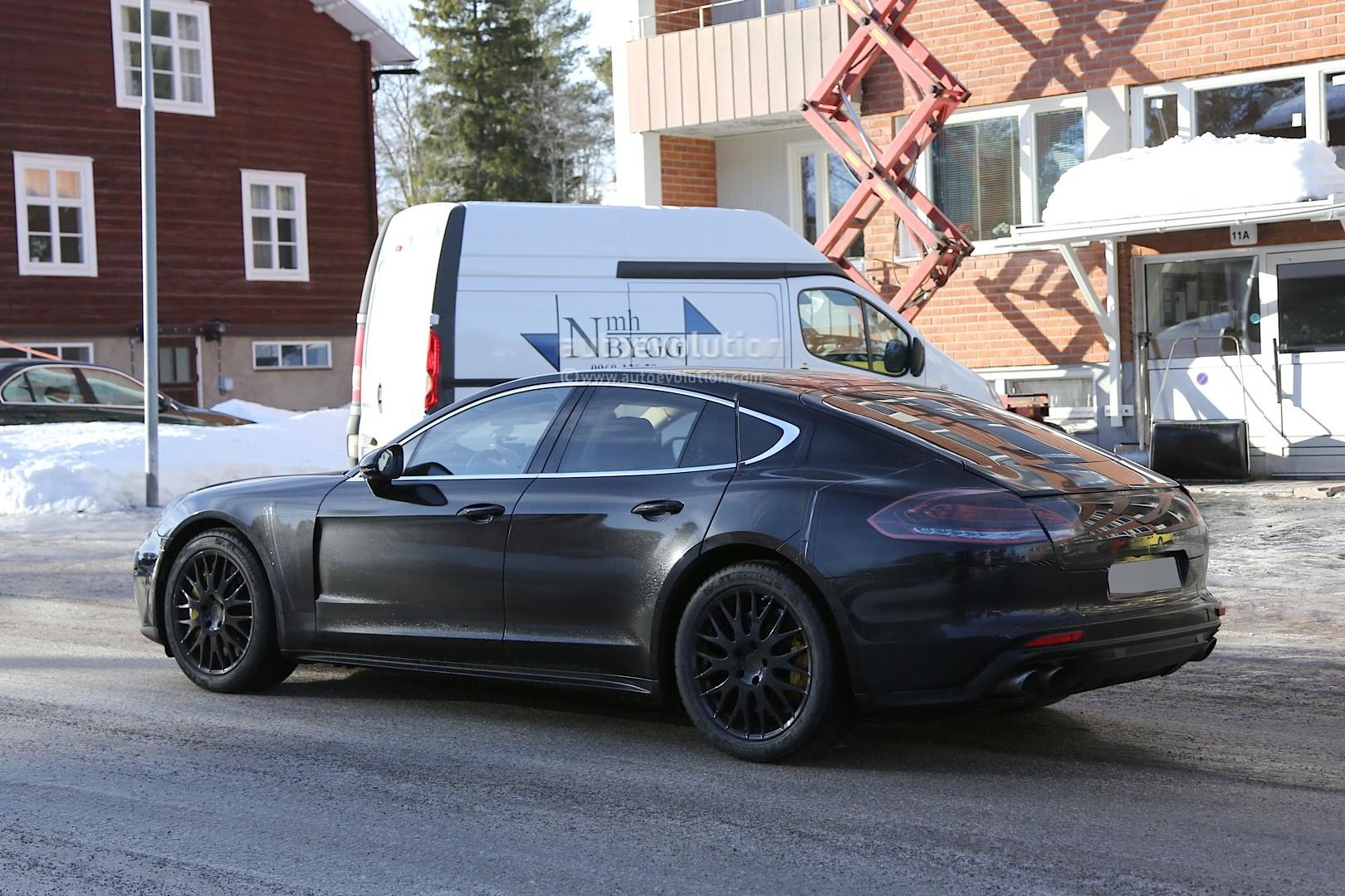 2016 - [Porsche] Panamera II - Page 3 Spyshots-2017-porsche-panamera-first-interior-photos-show-big-changes_15