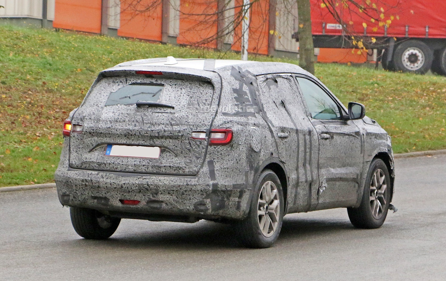 spyshots 2017 renault d segment crossover shows interior for the first time autoevolution