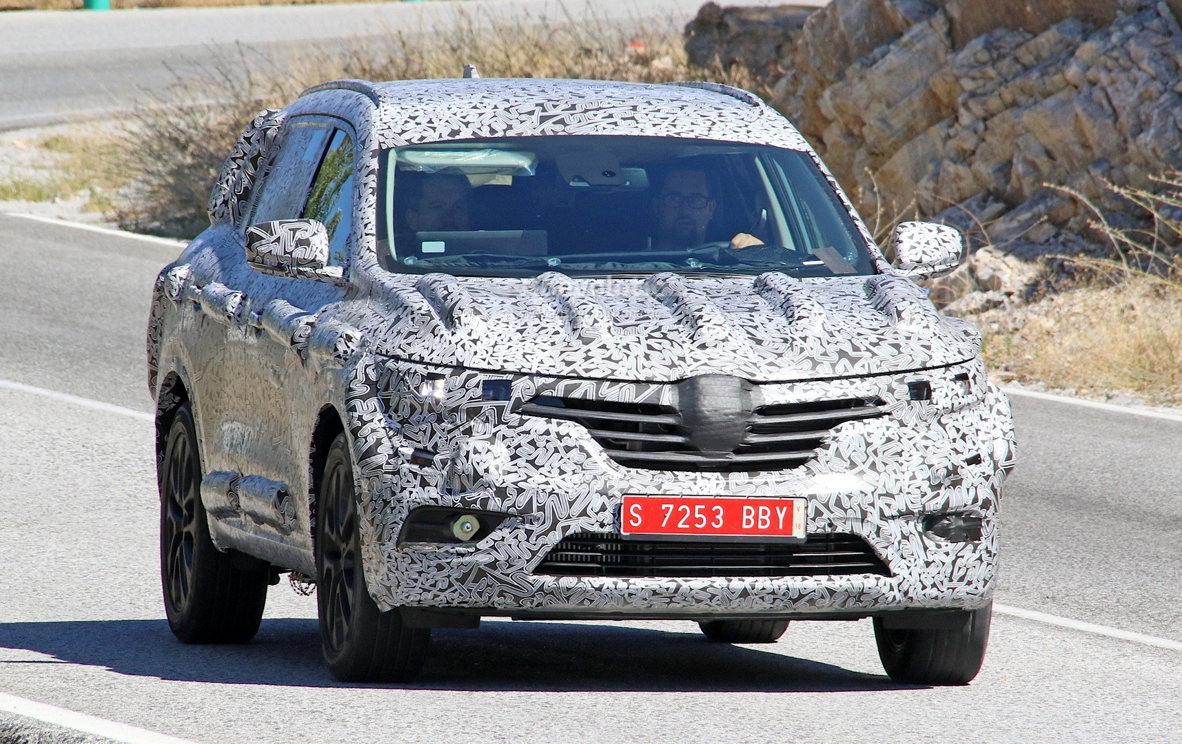 spyshots 2017 renault koleos 7 seat suv features talisman. Black Bedroom Furniture Sets. Home Design Ideas