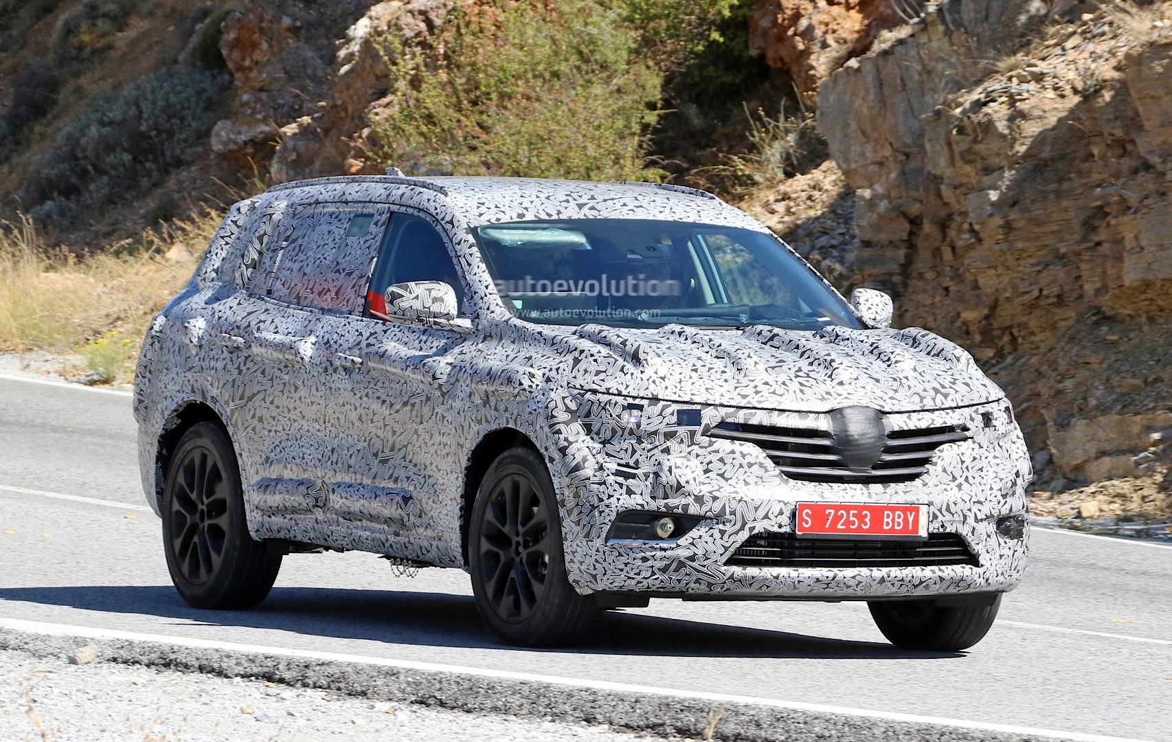 spyshots 2017 renault koleos 7 seat suv features talisman styling autoevolution. Black Bedroom Furniture Sets. Home Design Ideas