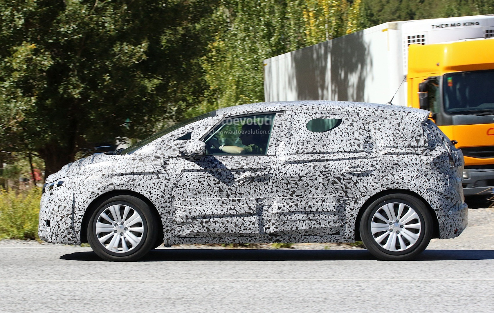 spyshots 2017 renault scenic production model seen for. Black Bedroom Furniture Sets. Home Design Ideas