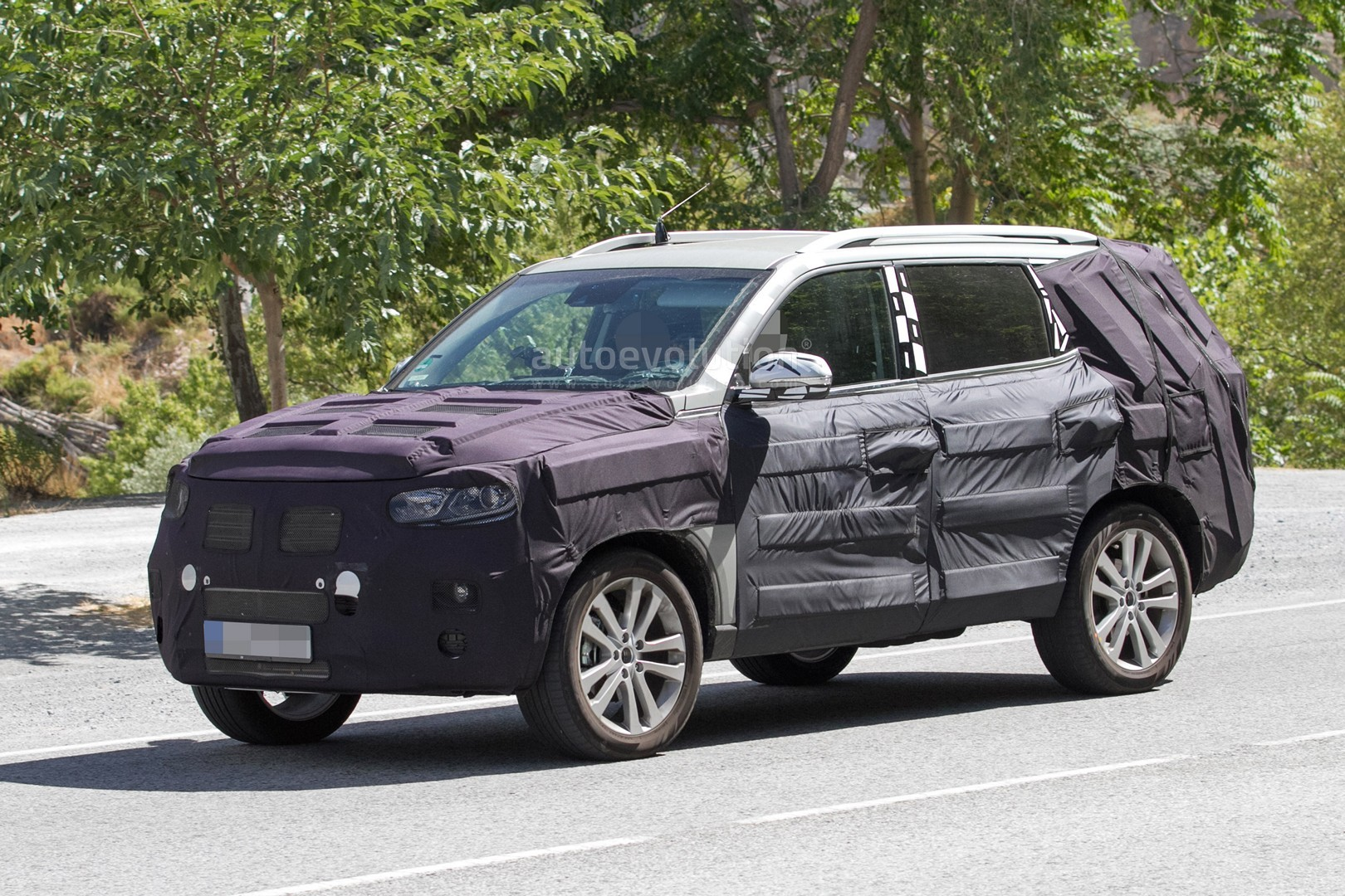 spyshots 2017 ssangyong rexton testing in europe autoevolution. Black Bedroom Furniture Sets. Home Design Ideas