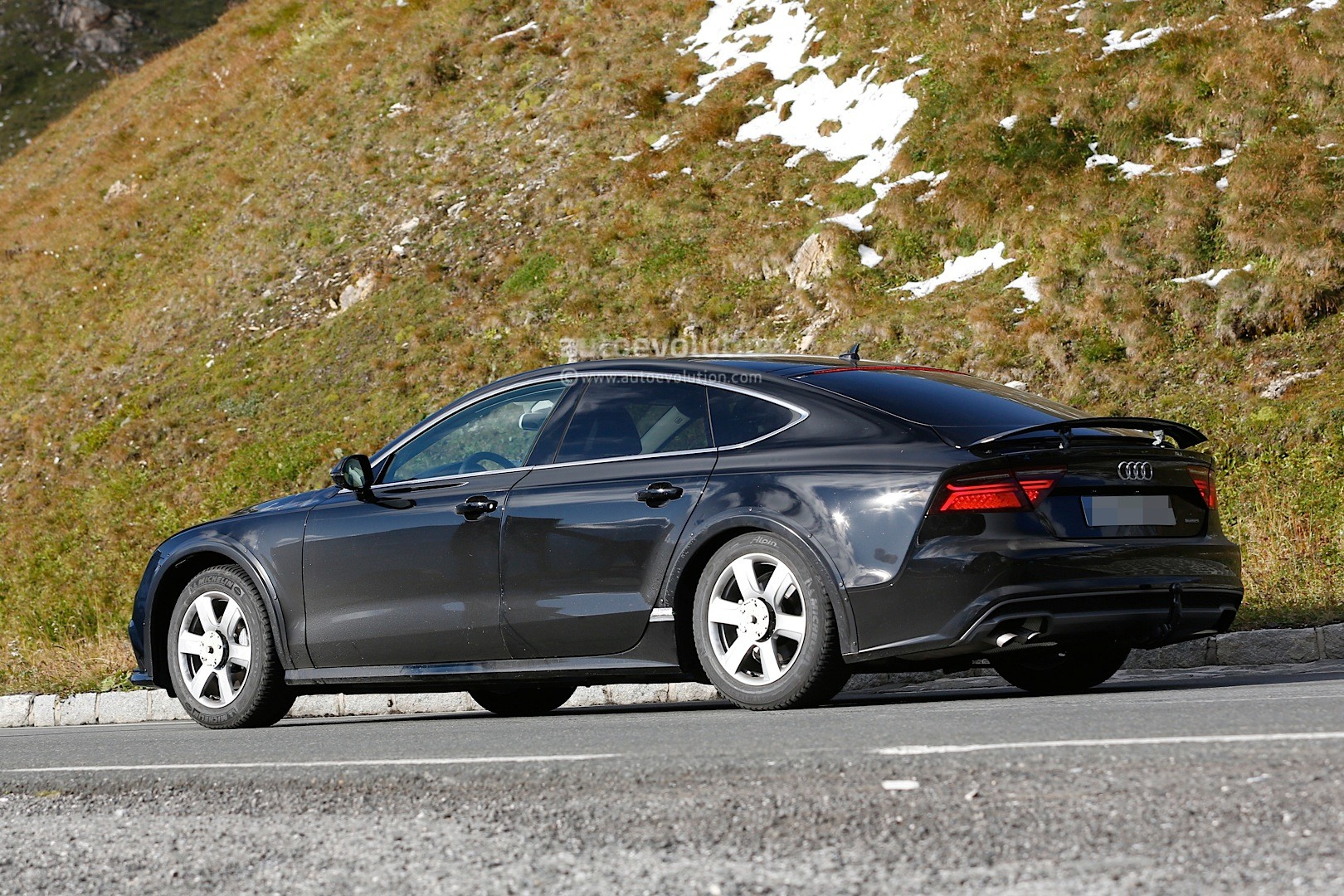 Spyshots: 2018 Audi A7 Chassis Testing Mule Seen for the First Time - autoevolution