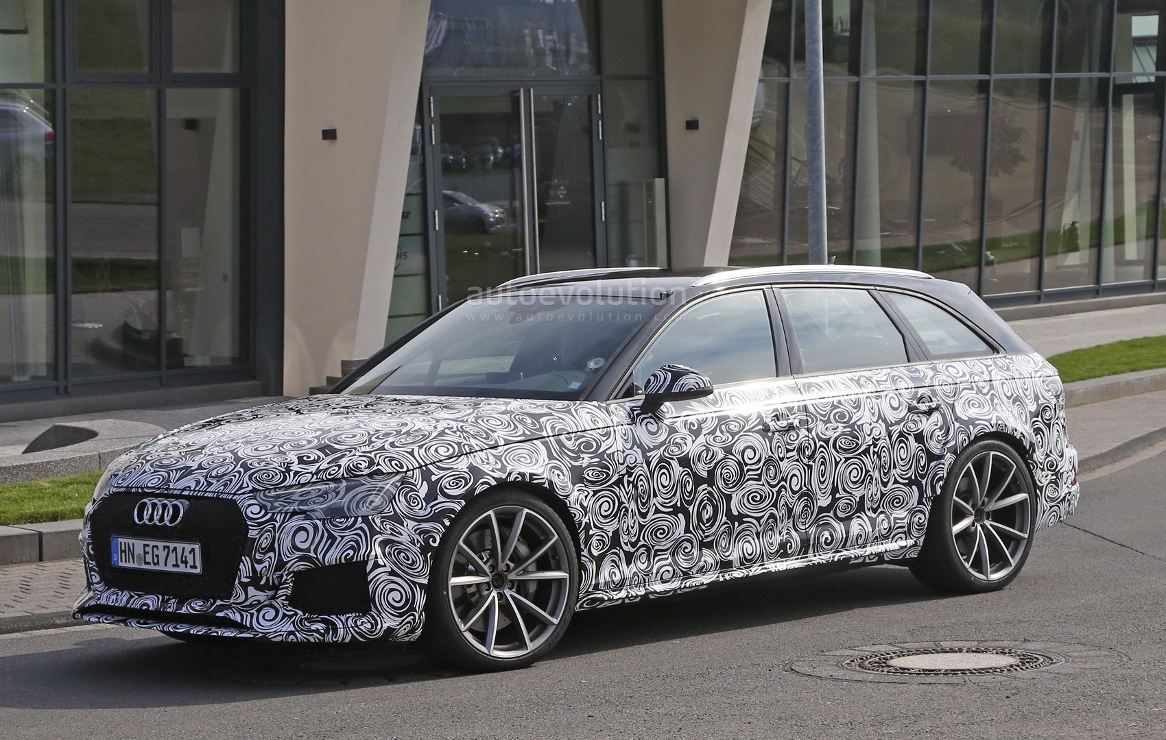 spyshots 2018 audi rs4 avant prototype looks very muscular autoevolution. Black Bedroom Furniture Sets. Home Design Ideas