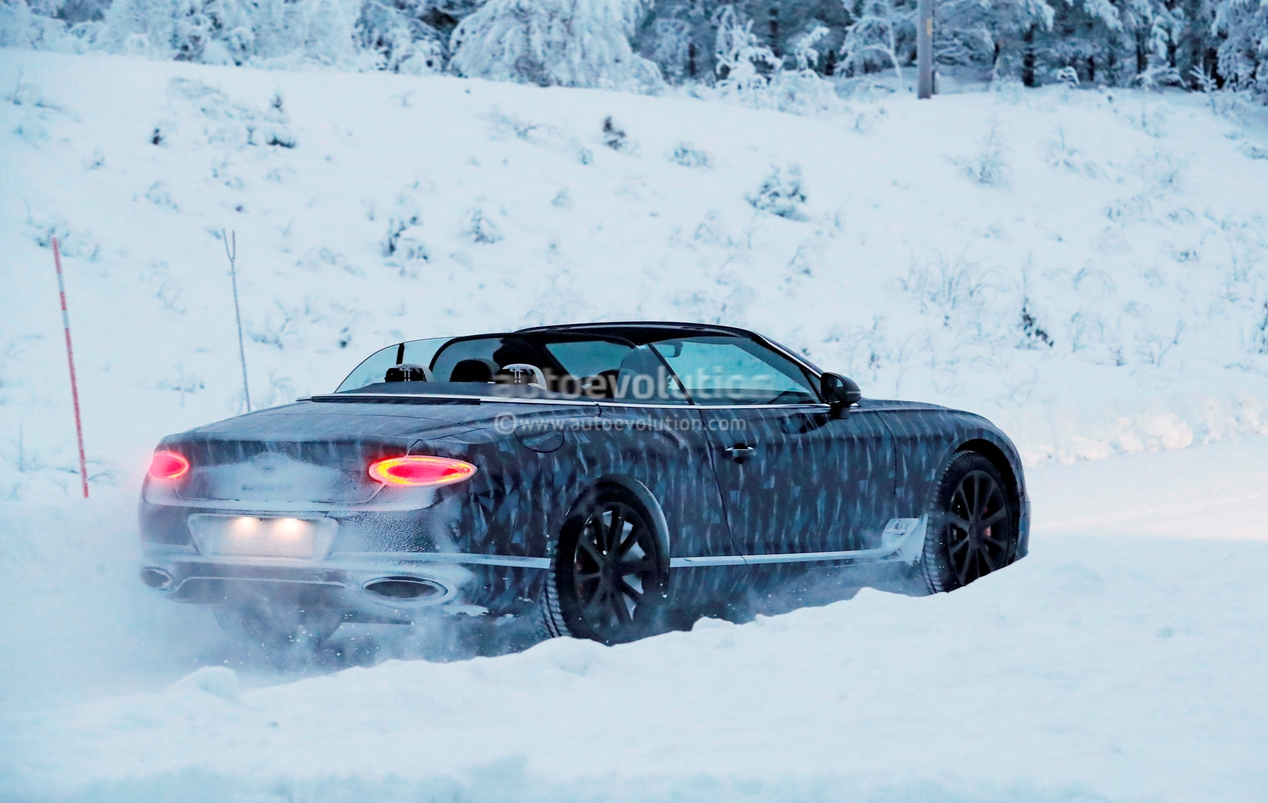 Spyshots: 2018 Bentley Continental GTC Enjoys Winter With The Top Down - autoevolution