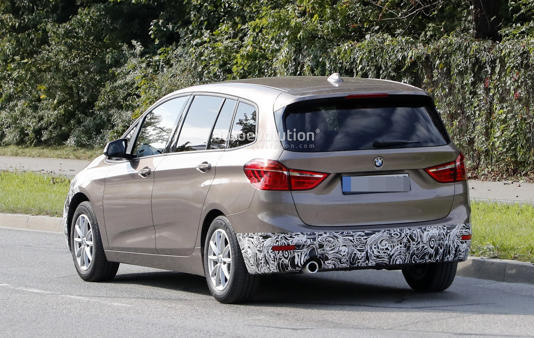 2018 bmw 2 series facelift. unique facelift spyshots 2018 bmw 2 series gran tourer facelift has hexagonal  headlights and bmw series facelift