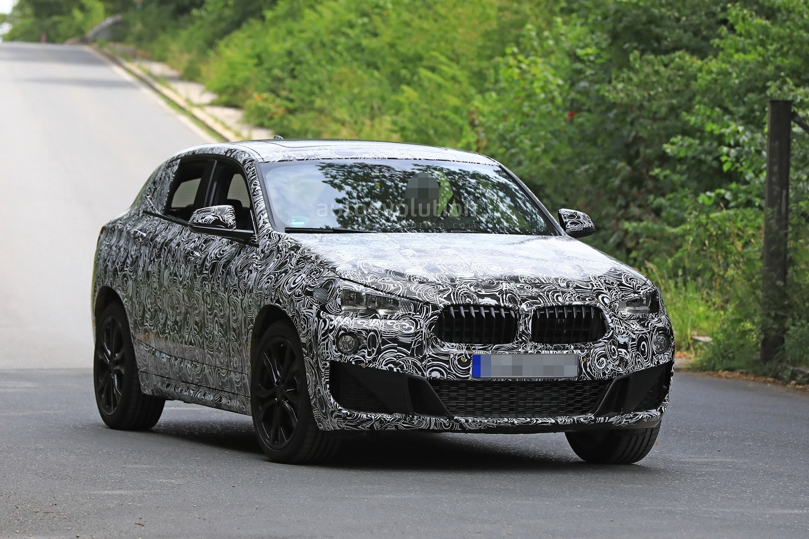 spyshots 2018 bmw x2 interior and front end design get shown autoevolution. Black Bedroom Furniture Sets. Home Design Ideas
