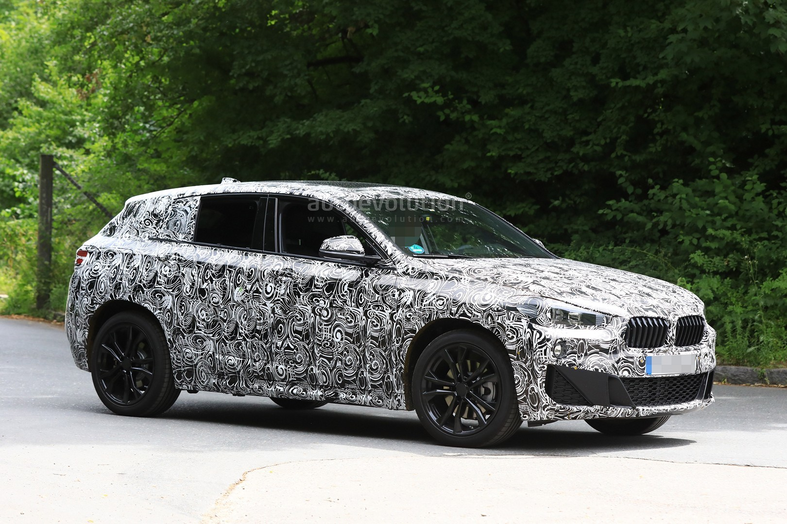 2017 - [BMW] X2 [F39] - Page 7 Spyshots-2018-bmw-x2-interior-and-front-end-design-get-shown_5