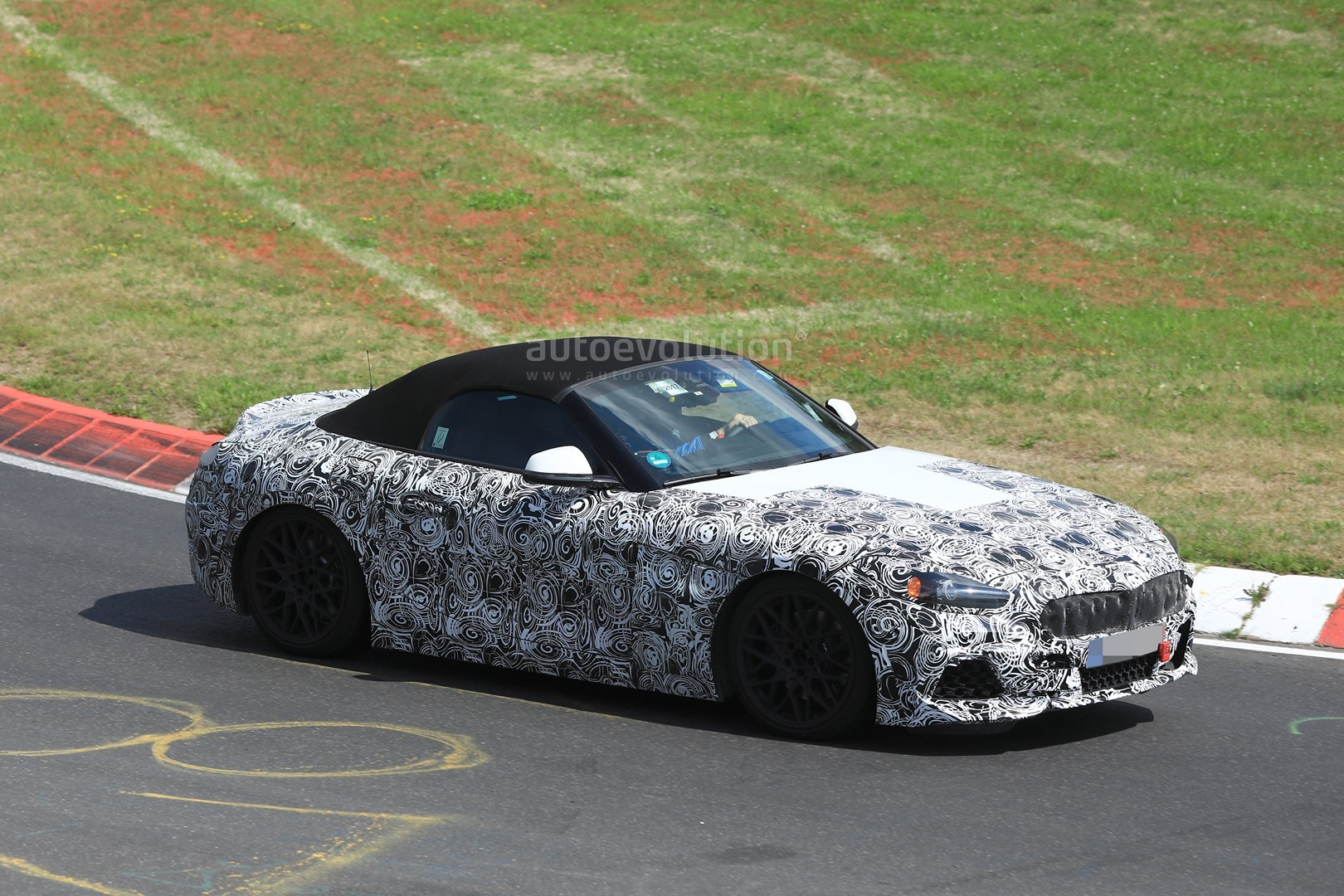2018 bmw z4. delighful 2018 spyshots 2018 bmw z4 sheds camo has 666mstyle wheels in bmw z4