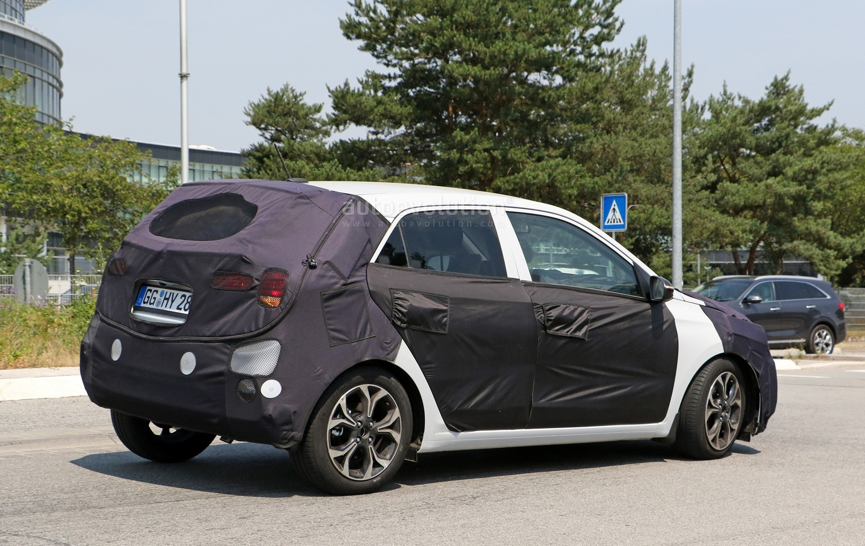spyshots 2018 hyundai i20 facelift looks set to adopt family grille autoevolution. Black Bedroom Furniture Sets. Home Design Ideas