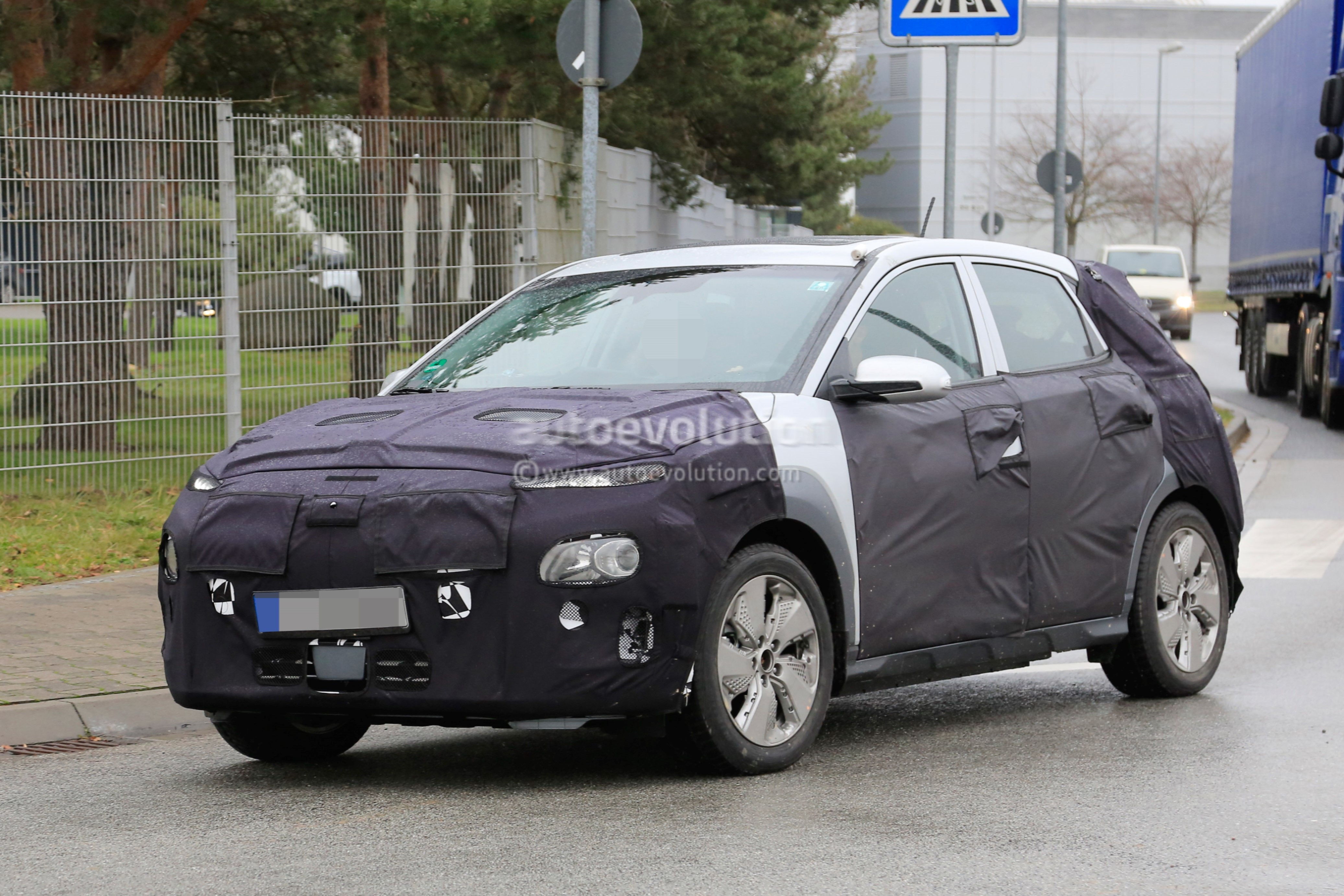 Opel Adam S 2018 >> Spyshots: 2018 Hyundai Kona Electric SUV Caught Testing In Germany - autoevolution