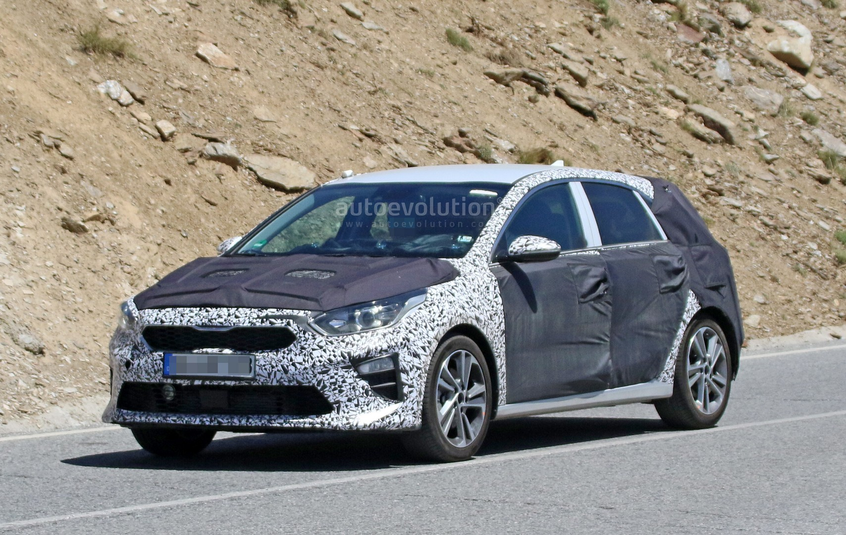 spyshots 2018 kia cee d interior looks better than f30 bmw 3 series autoevolution. Black Bedroom Furniture Sets. Home Design Ideas