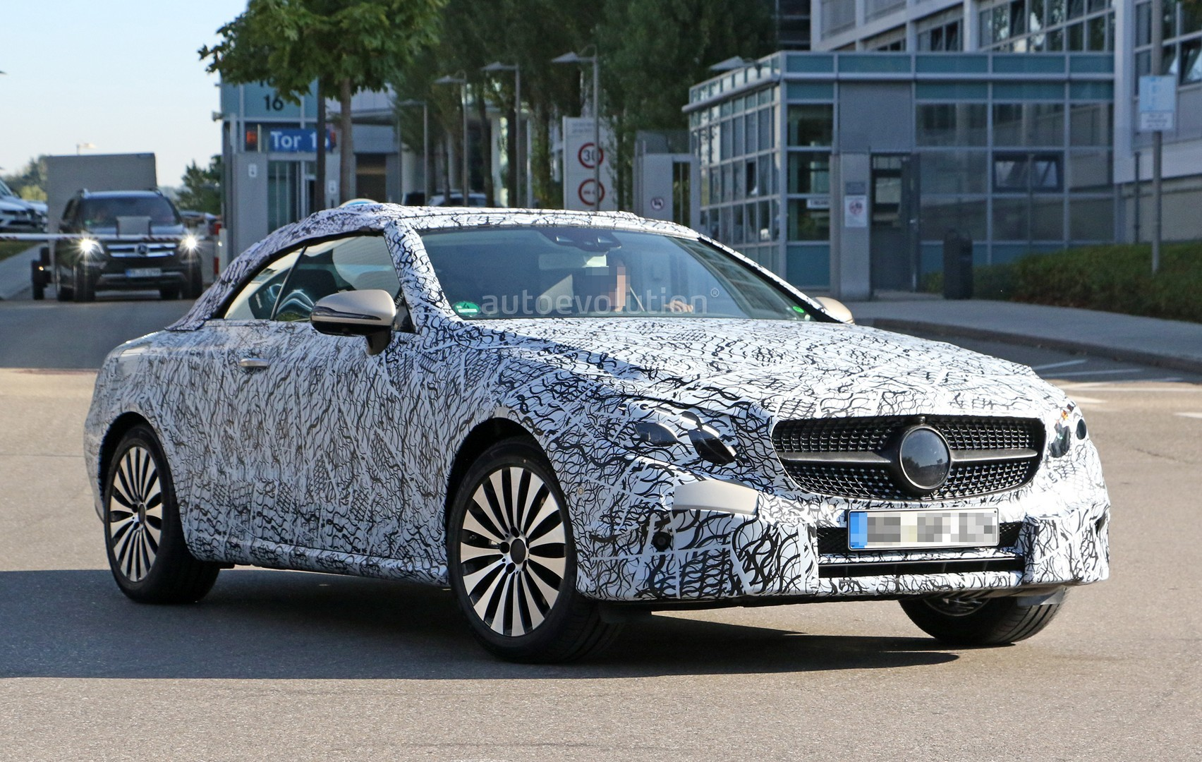 spyshots 2018 mercedes benz e class cabriolet shows its grille autoevolution. Black Bedroom Furniture Sets. Home Design Ideas