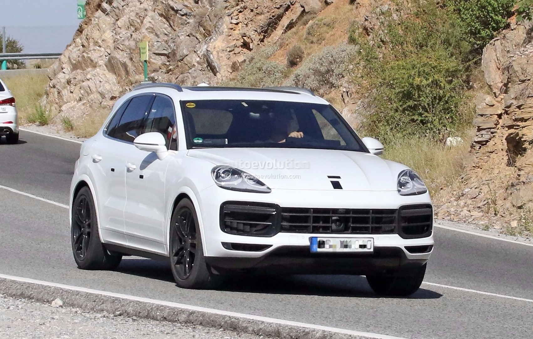 spyshots 2018 porsche cayenne nearly revealed has short wheelbase autoevolution. Black Bedroom Furniture Sets. Home Design Ideas