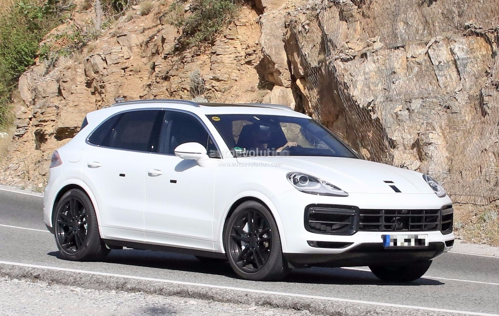 spyshots 2018 porsche cayenne nearly revealed has short
