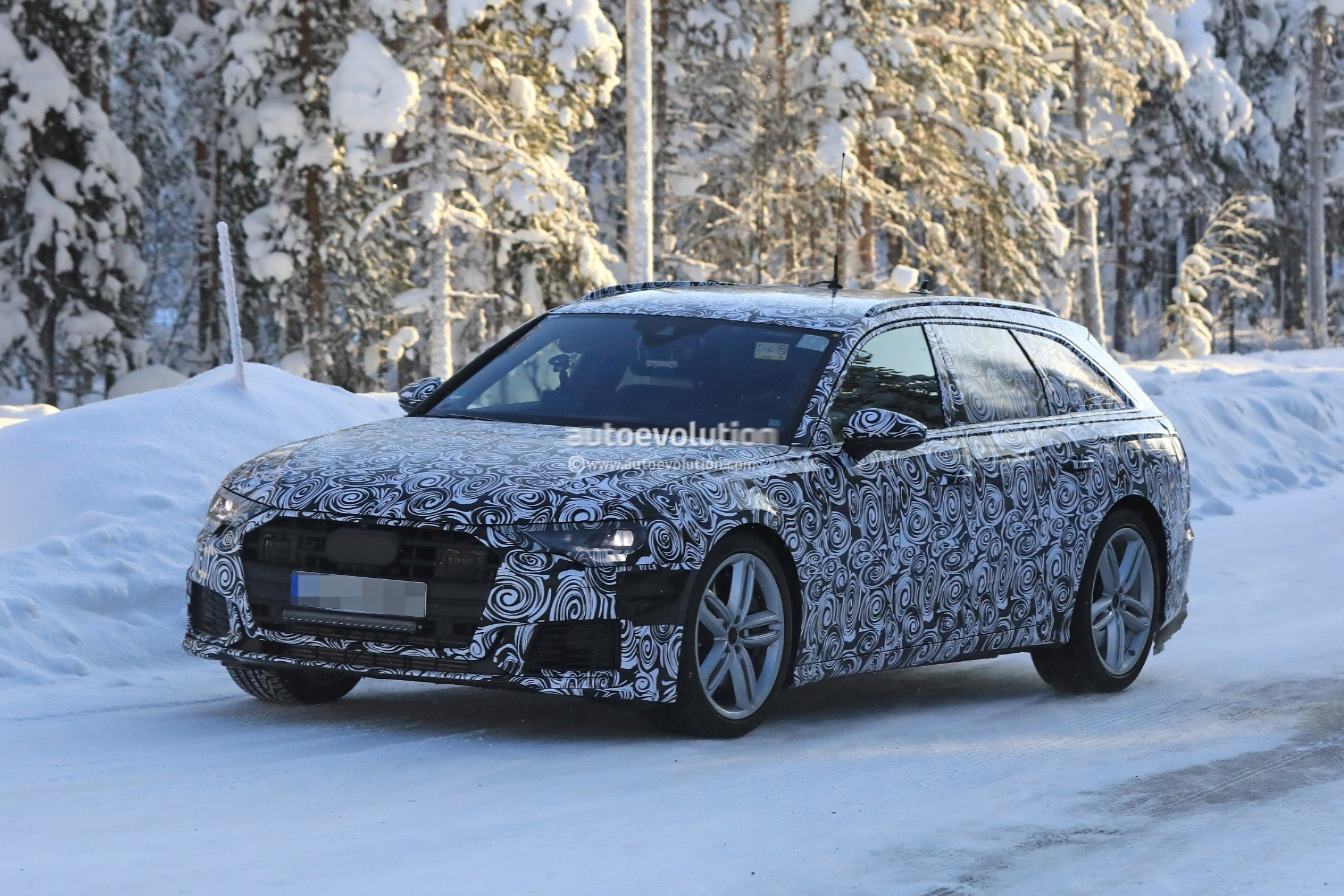 spyshots 2019 audi s6 avant shows four fake exhaust tips autoevolution. Black Bedroom Furniture Sets. Home Design Ideas