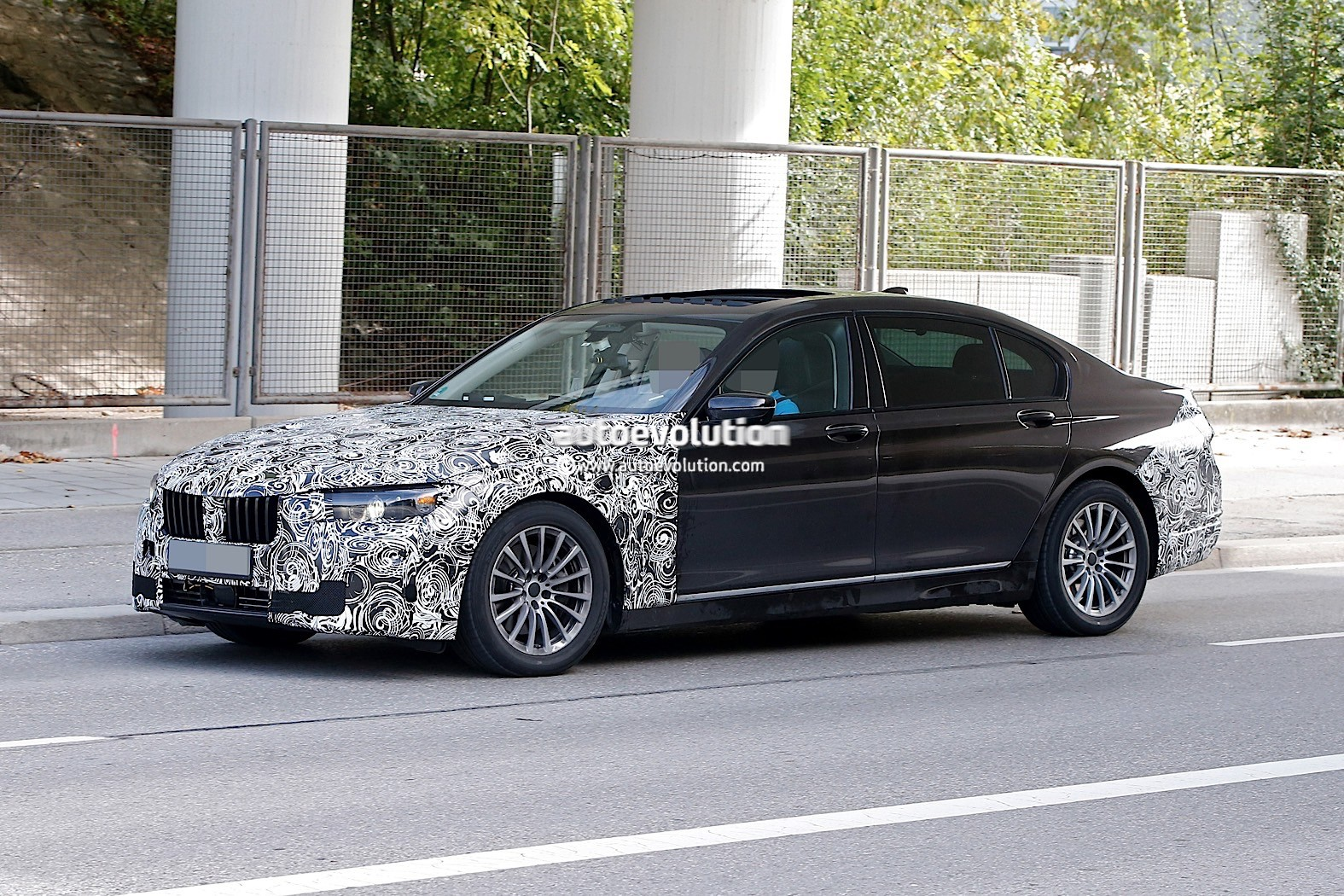 spyshots 2019 bmw 7 series lci to get major styling refresh autoevolution. Black Bedroom Furniture Sets. Home Design Ideas