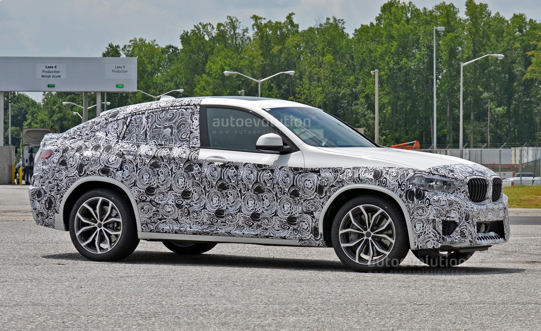 Spyshots 2019 Bmw X4 M Matches S58 Engine With Quad Exhaust Autoevolution