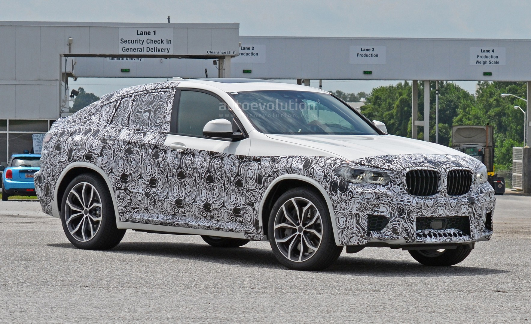 spyshots-2​019-bmw-x4​-m-matches​-s58-engin​e-with-qua​d-exhaust_​10