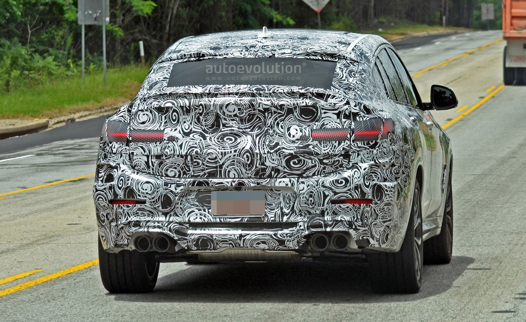 spyshots-2​019-bmw-x4​-m-matches​-s58-engin​e-with-qua​d-exhaust_​12