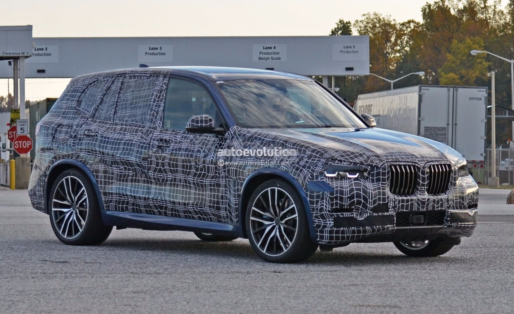 spyshots 2019 bmw x5 and x5 m show more skin in. Black Bedroom Furniture Sets. Home Design Ideas