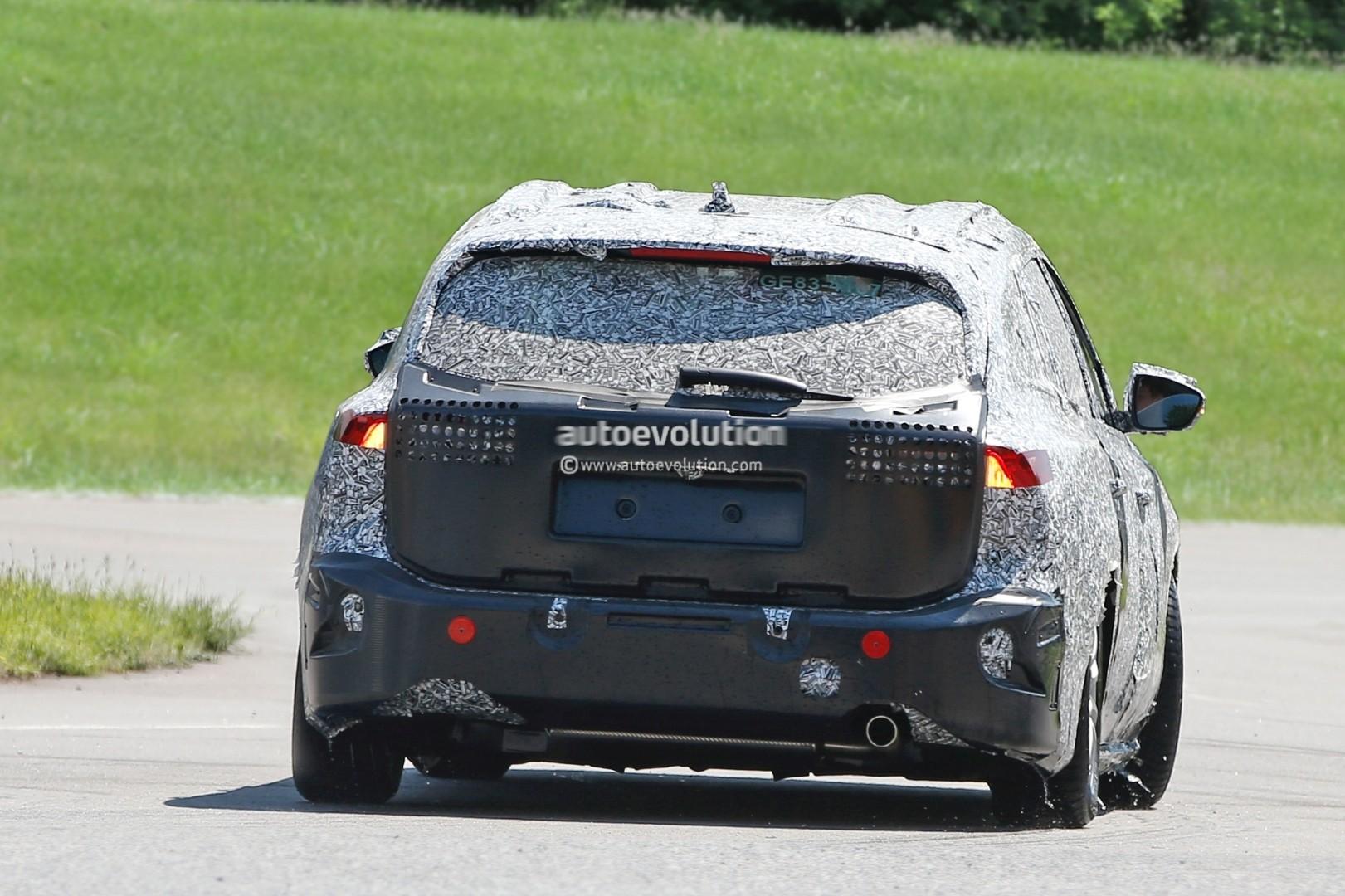 spyshots-2019-ford-focus-wagon-prototype-reveals-longer-rear-doors_9