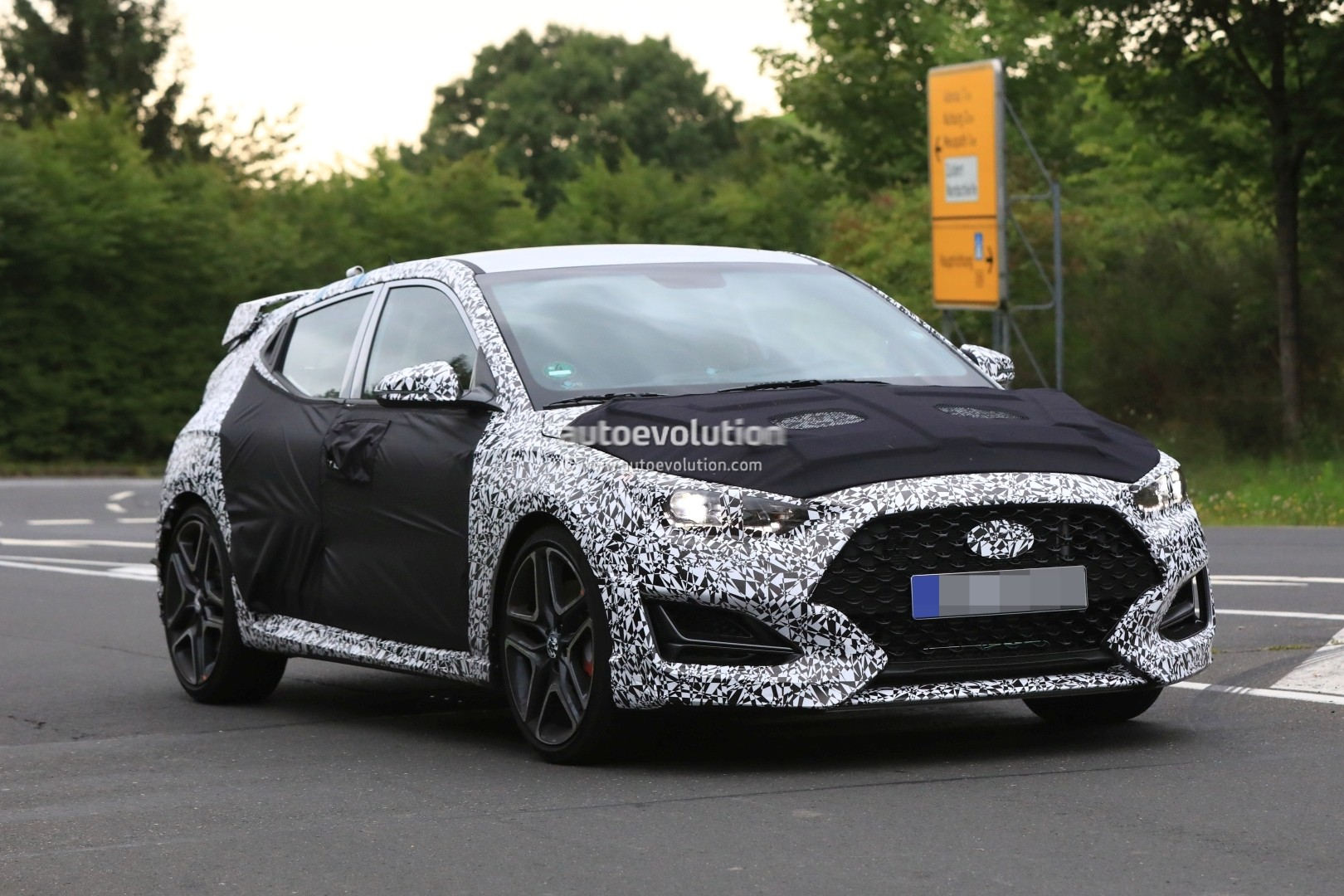 spyshots 2019 hyundai veloster n shows production details coming to us autoevolution. Black Bedroom Furniture Sets. Home Design Ideas