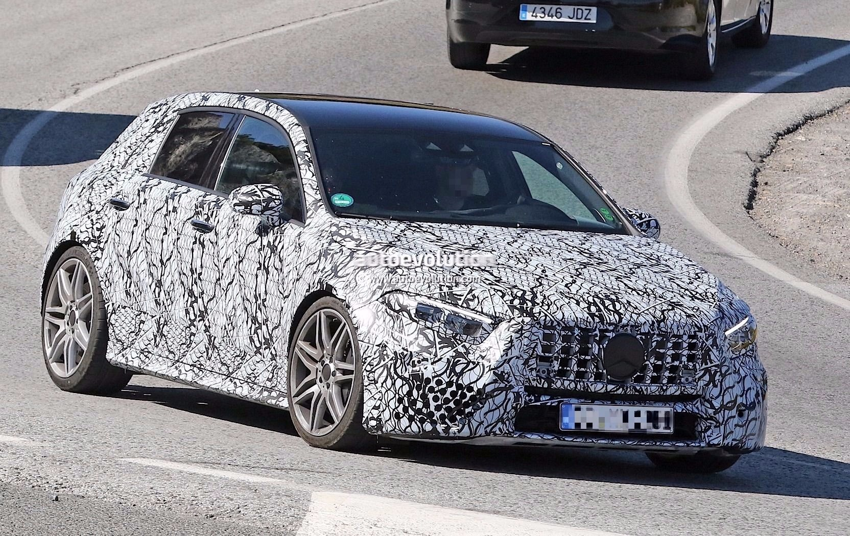 spyshots 2019 mercedes amg a45 looks ready to dethrone the audi rs3 autoevolution. Black Bedroom Furniture Sets. Home Design Ideas