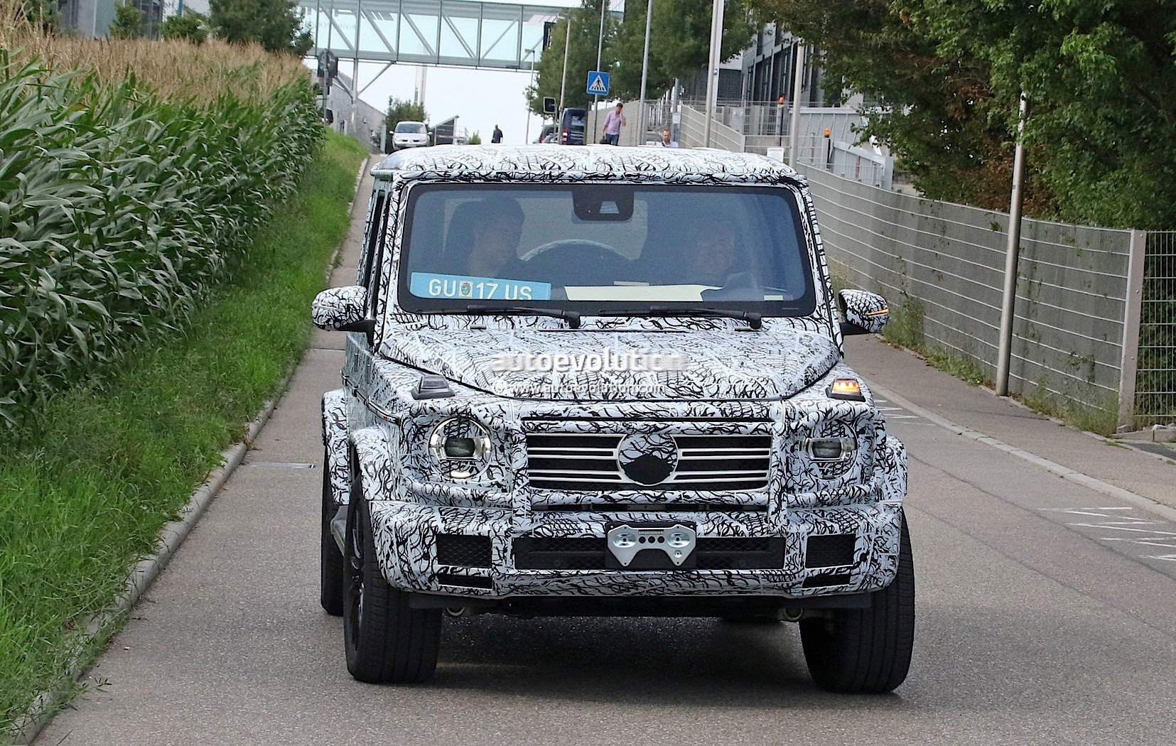 spyshots 2019 mercedes amg g63 mule has old g class. Black Bedroom Furniture Sets. Home Design Ideas