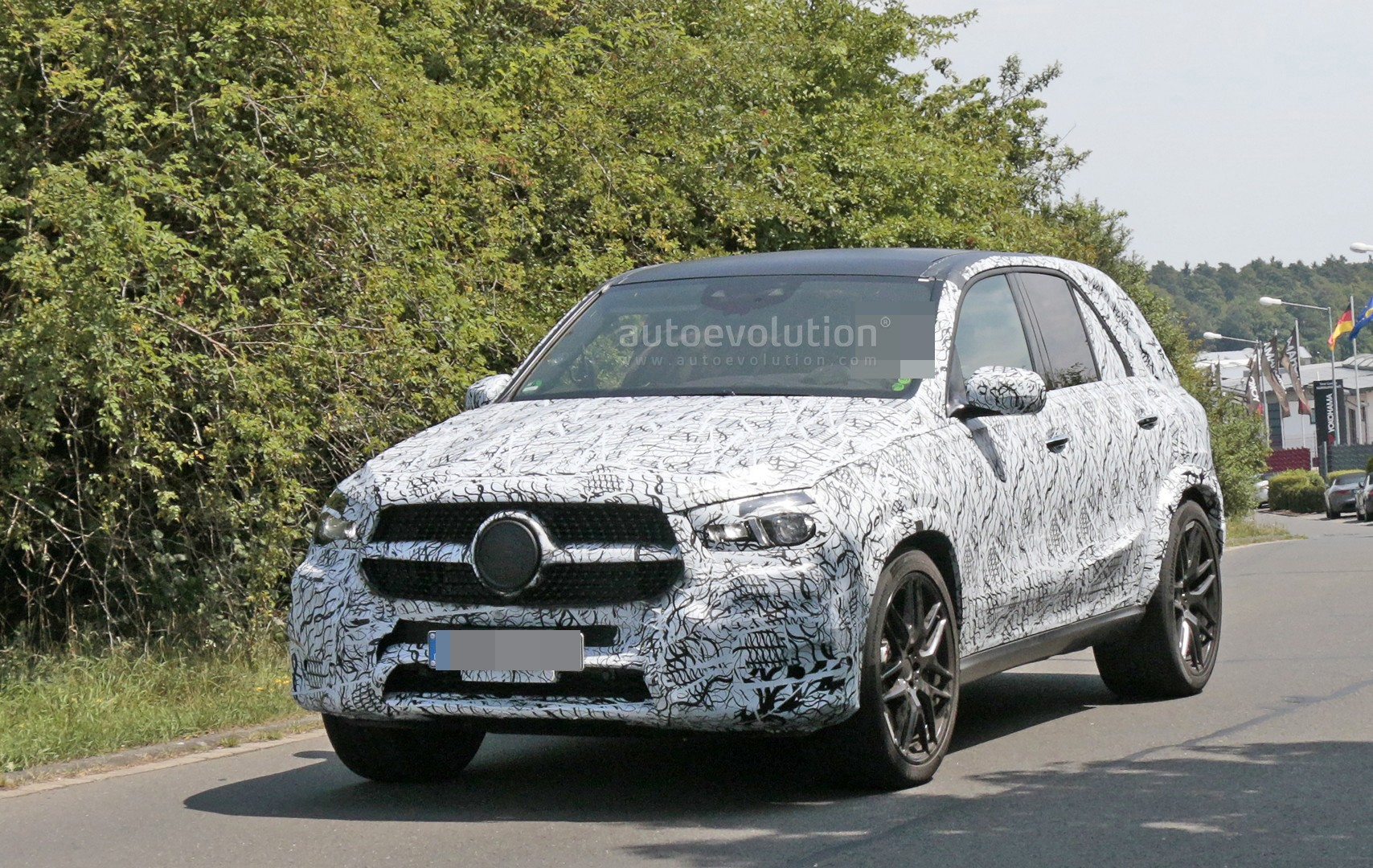 spyshots 2019 mercedes amg gle 63 prototype has tiny exhaust autoevolution. Black Bedroom Furniture Sets. Home Design Ideas