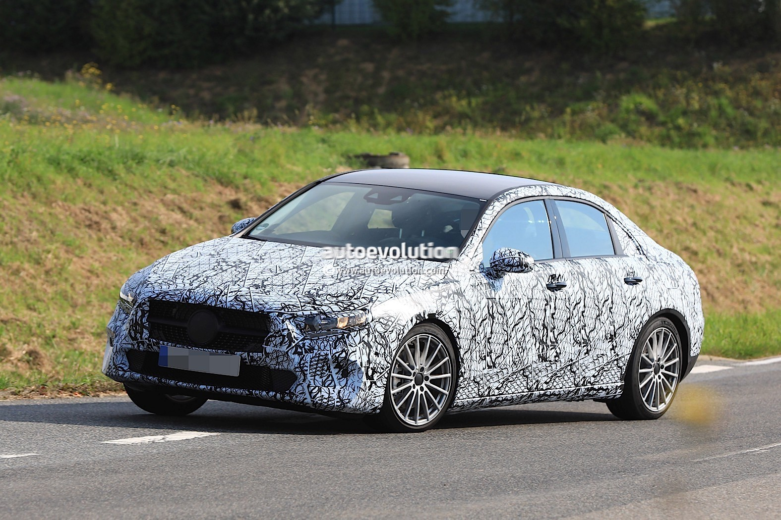 spyshots 2019 mercedes benz a class sedan first look on german roads autoevolution. Black Bedroom Furniture Sets. Home Design Ideas