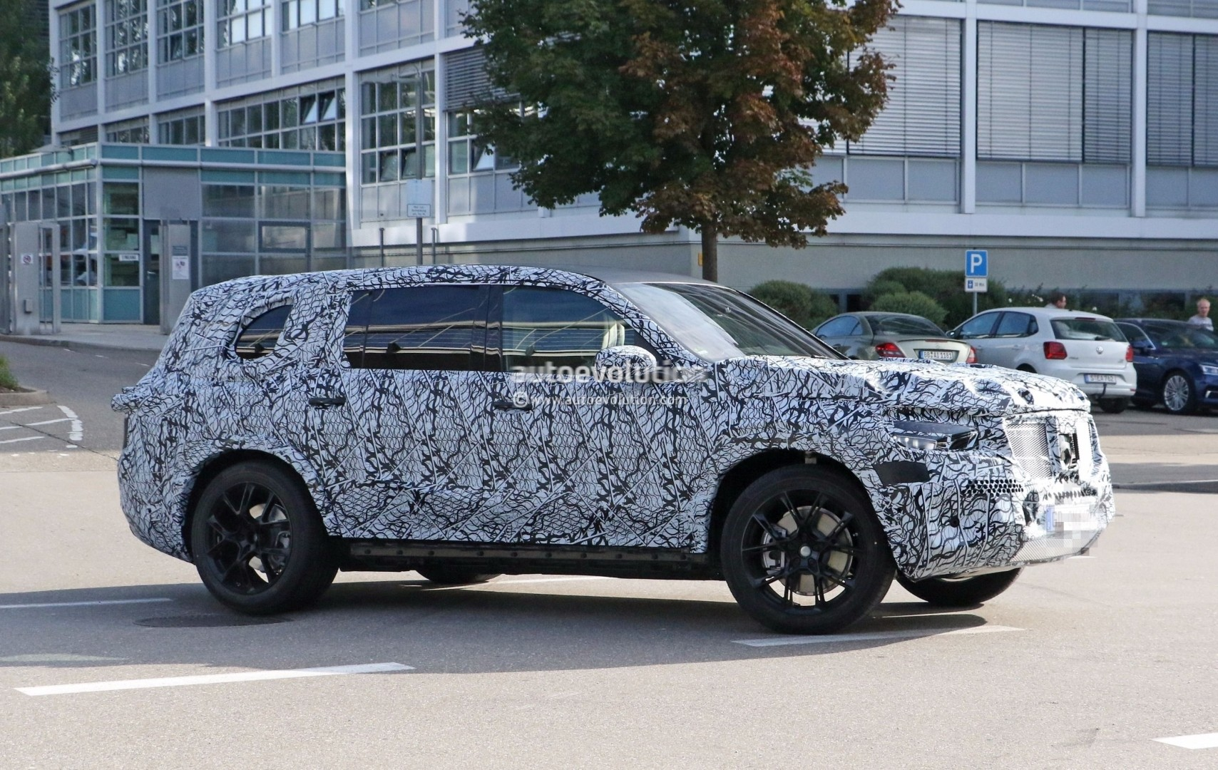 Spyshots 2019 Mercedes Benz Gls Has The Right Size For A