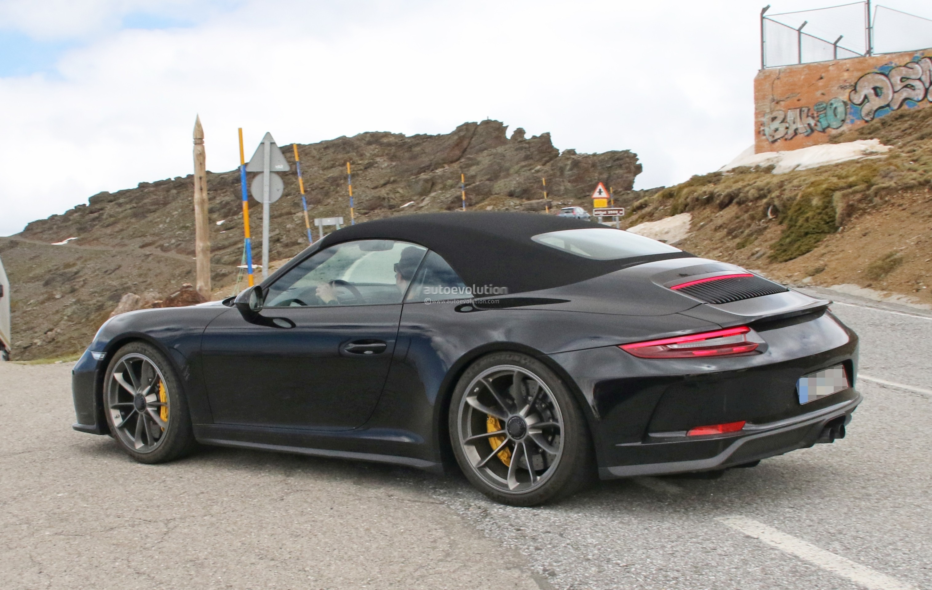 spyshots is this the 2019 porsche 911 gt3 touring cabriolet autoevolution. Black Bedroom Furniture Sets. Home Design Ideas