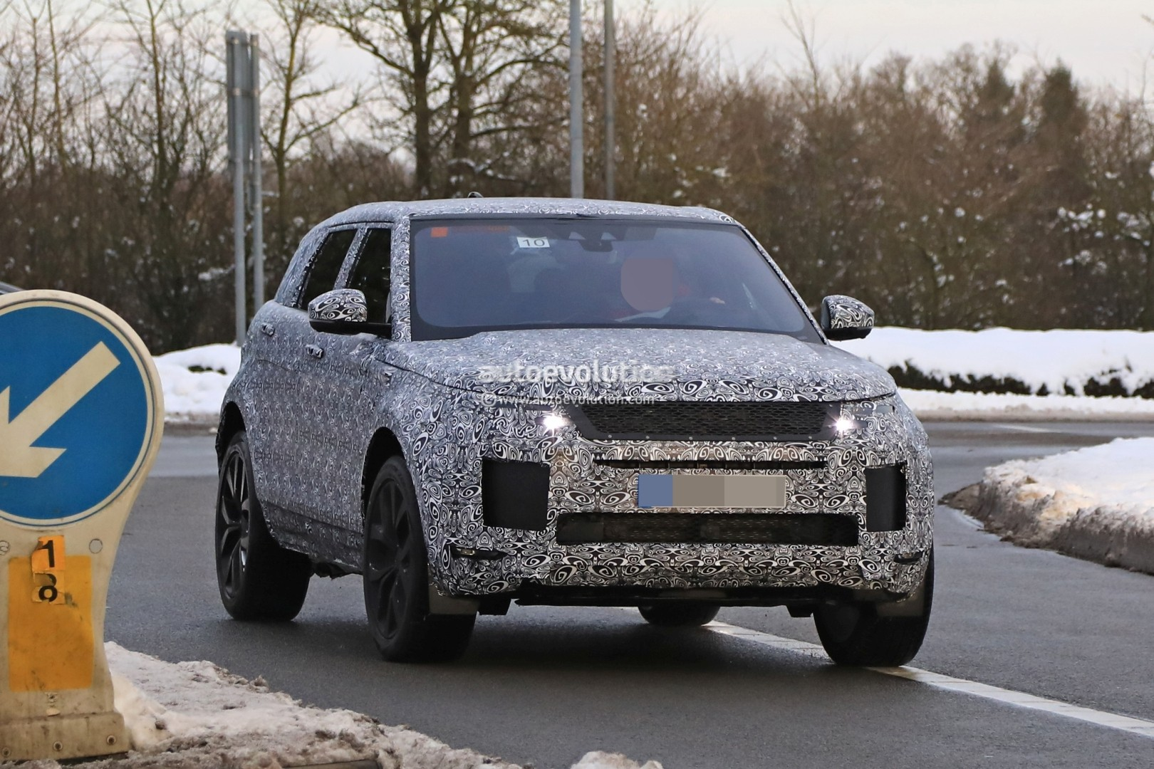 Spyshots 2019 Range Rover Evoque Has Production All Led Headlights