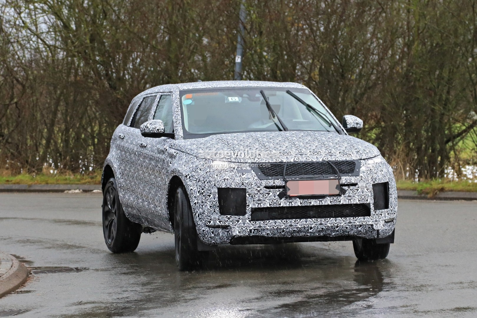 Spyshots 2019 Range Rover Evoque Has Production All Led