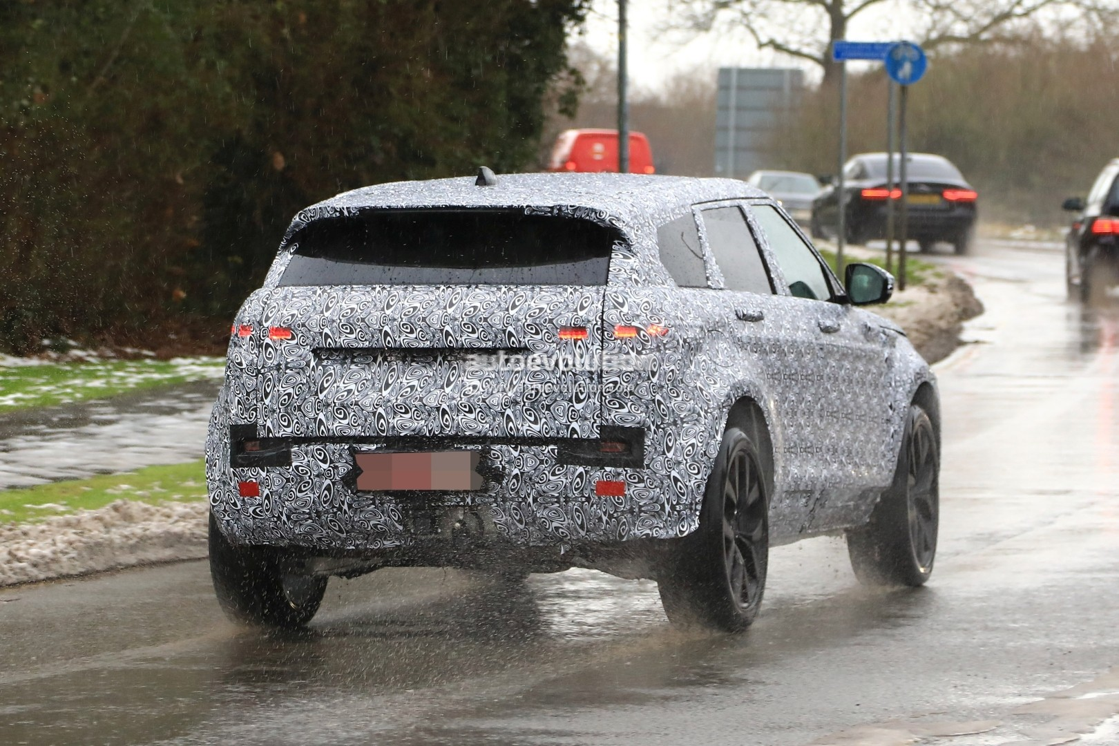 spyshots 2019 range rover evoque has production all led. Black Bedroom Furniture Sets. Home Design Ideas