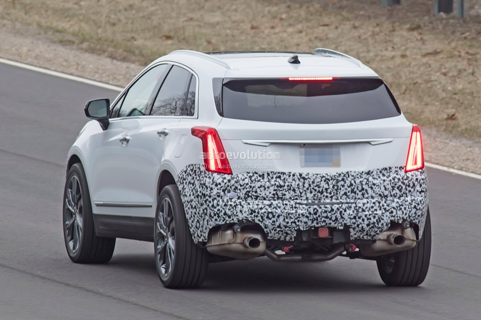 2020 Cadillac XT5 Facelift | Spied for the first time