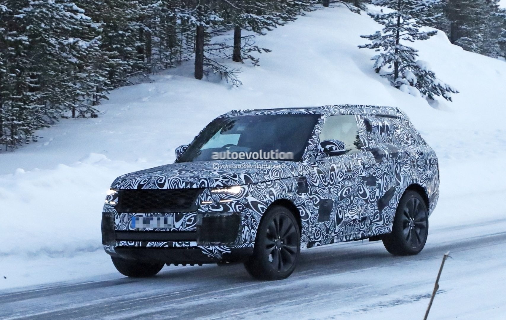 Two-Door Range Rover Coupe Prototype Spotted For The First Time