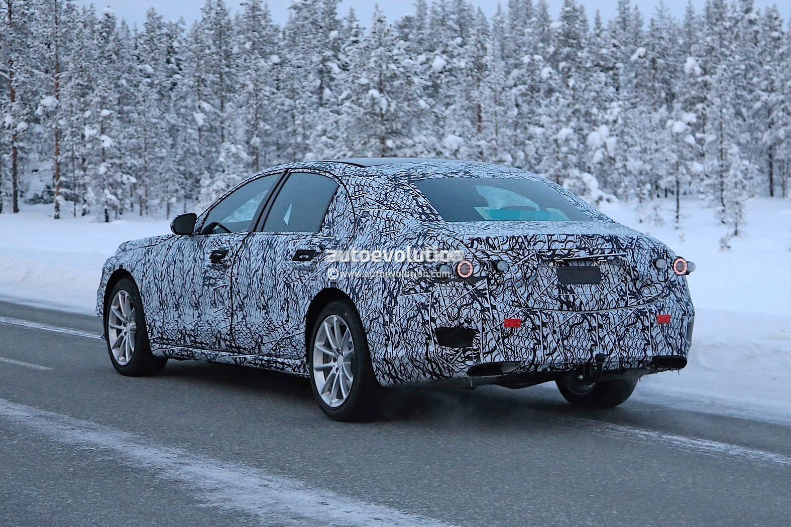 spyshots 2020 mercedes benz s class w223 prototype begins winter testing autoevolution. Black Bedroom Furniture Sets. Home Design Ideas