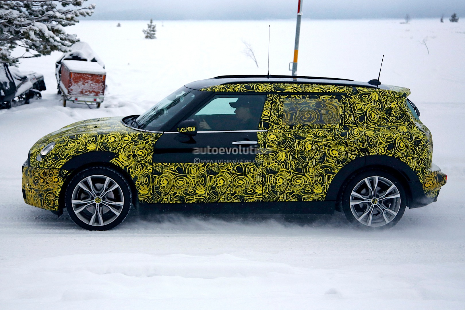 2015 - [Mini] Mini IV Clubman [F54] - Page 4 Spyshots-5-door-clubman-and-convertible-the-last-new-minis-for-a-while_8