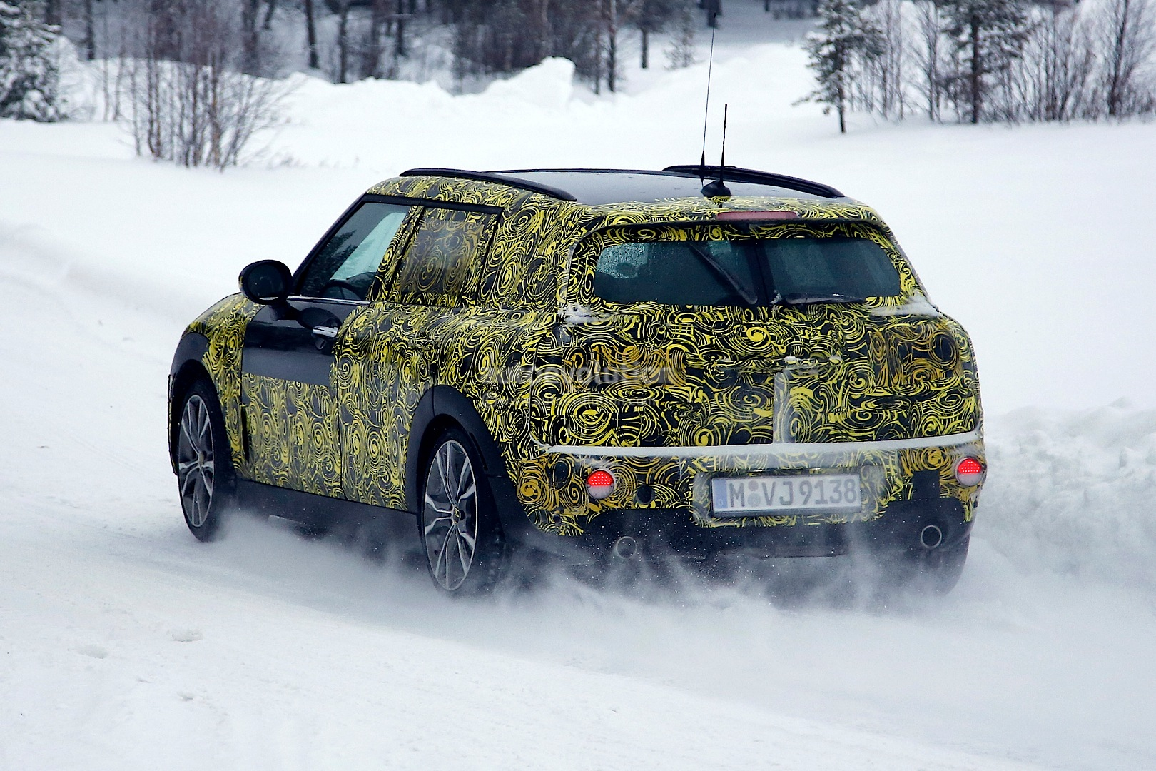 2015 - [Mini] Mini IV Clubman [F54] - Page 4 Spyshots-5-door-clubman-and-convertible-the-last-new-minis-for-a-while_9