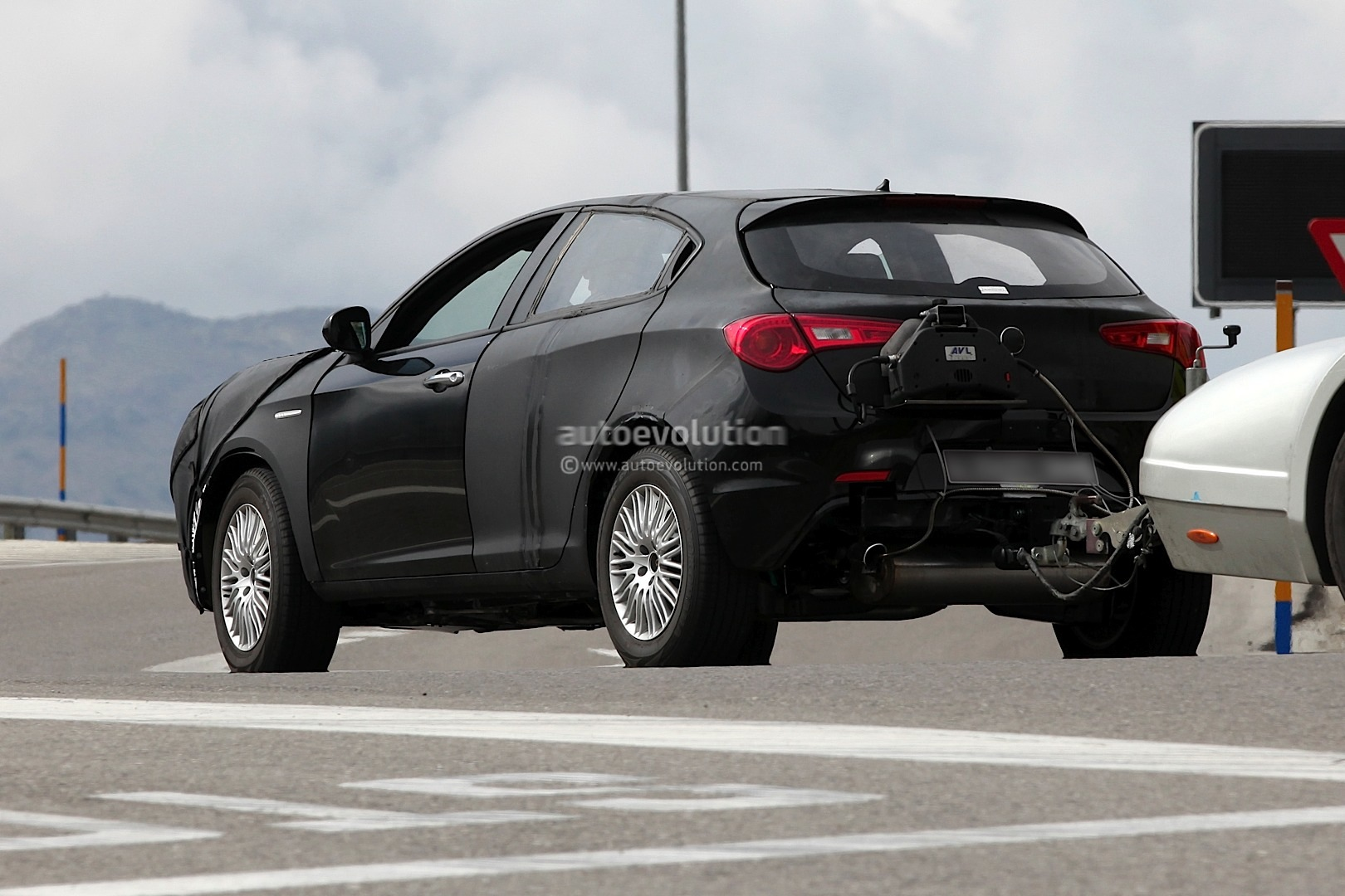 spyshots alfa romeo suv to be named cxover autoevolution. Black Bedroom Furniture Sets. Home Design Ideas
