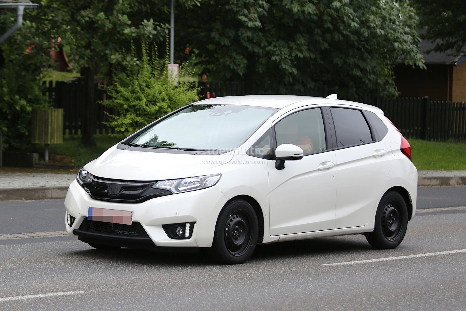 spyshots all new 2015 honda jazz testing in europe for the first time autoevolution. Black Bedroom Furniture Sets. Home Design Ideas