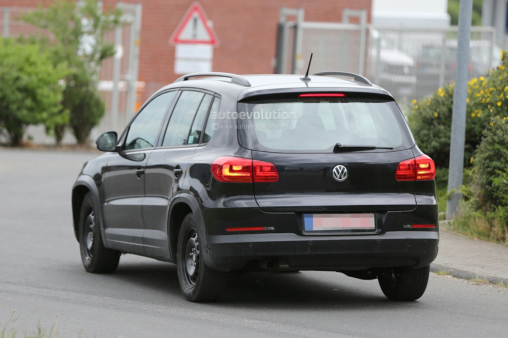 Spyshots: All-New 2015 Volkswagen Tiguan Will Be Wider - autoevolution