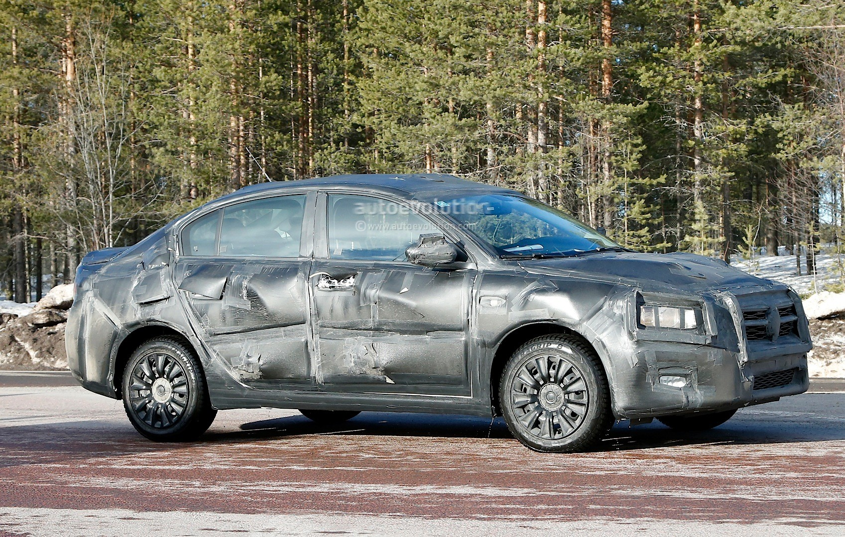 2015 - [Fiat] Tipo sedan Spyshots-all-new-2016-fiat-linea-compact-sedan-spotted-for-the-first-time_4