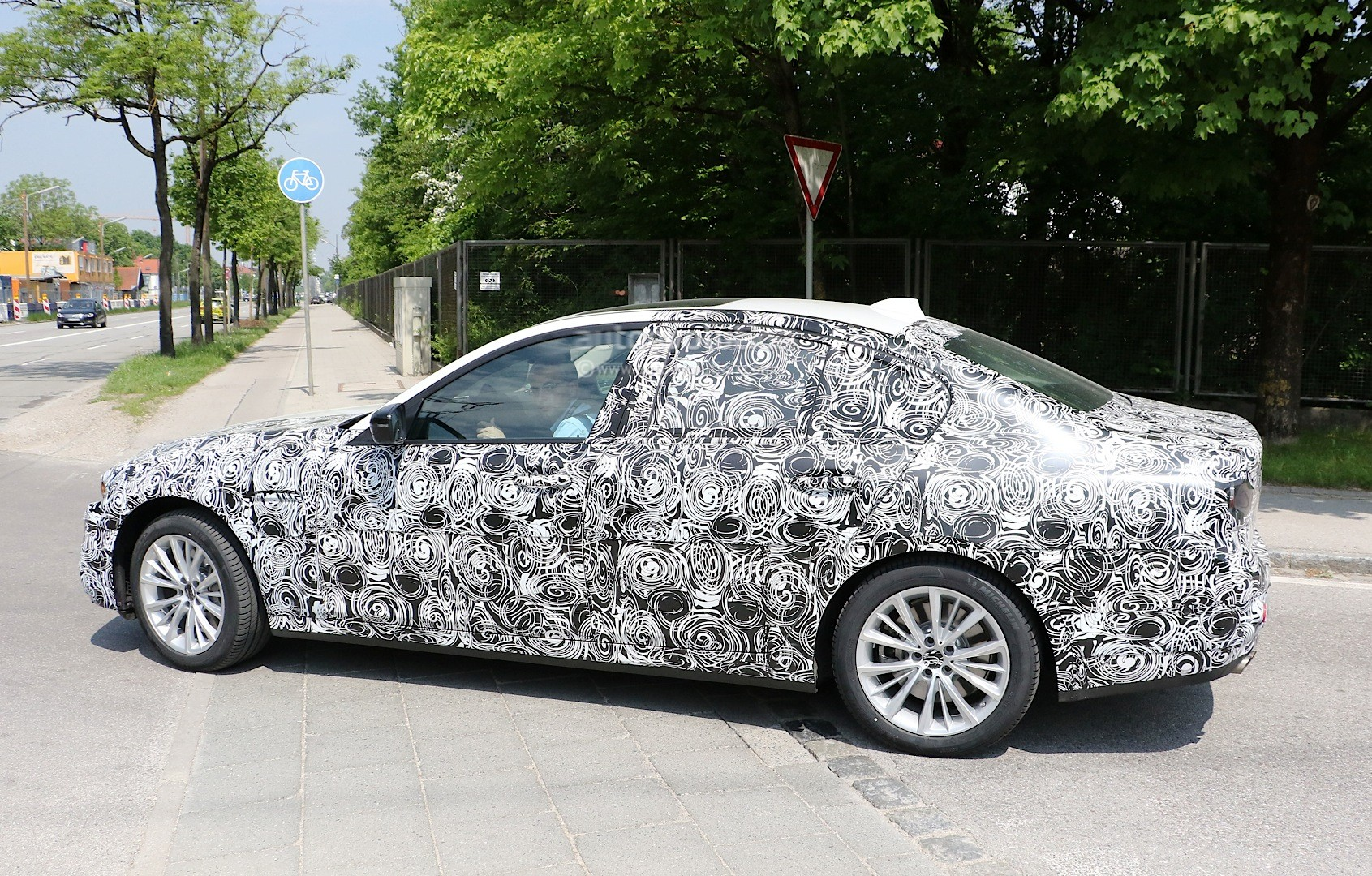 2017 - [BMW] M5 [F90] Spyshots-all-new-bmw-m5-g80-test-mule-or-5-series-m-performance-car_4