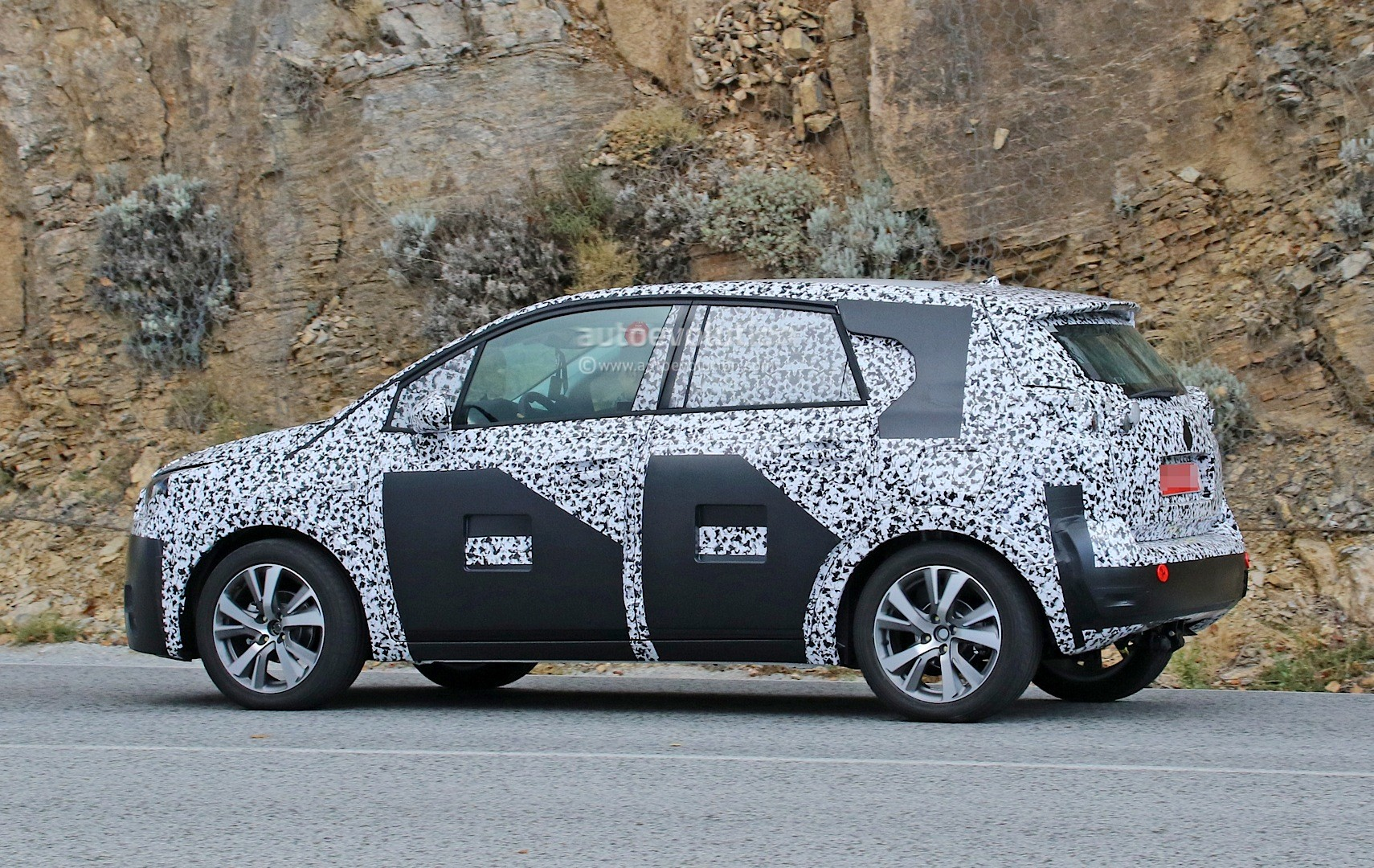 spyshots all new opel meriva reveals crossover look and. Black Bedroom Furniture Sets. Home Design Ideas